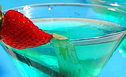 Синий ликер для коктейлей