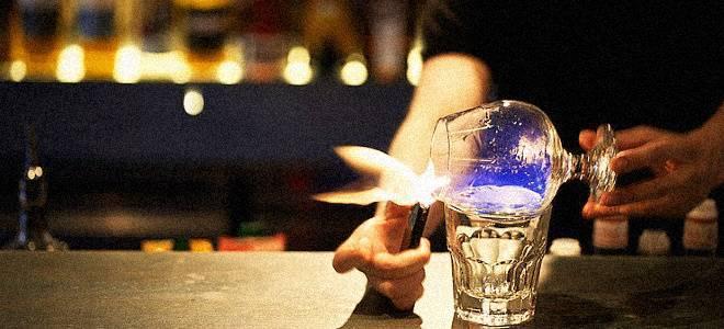 Зеленый спиртной напиток который поджигают