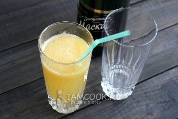 Шампанское с персиковым пюре