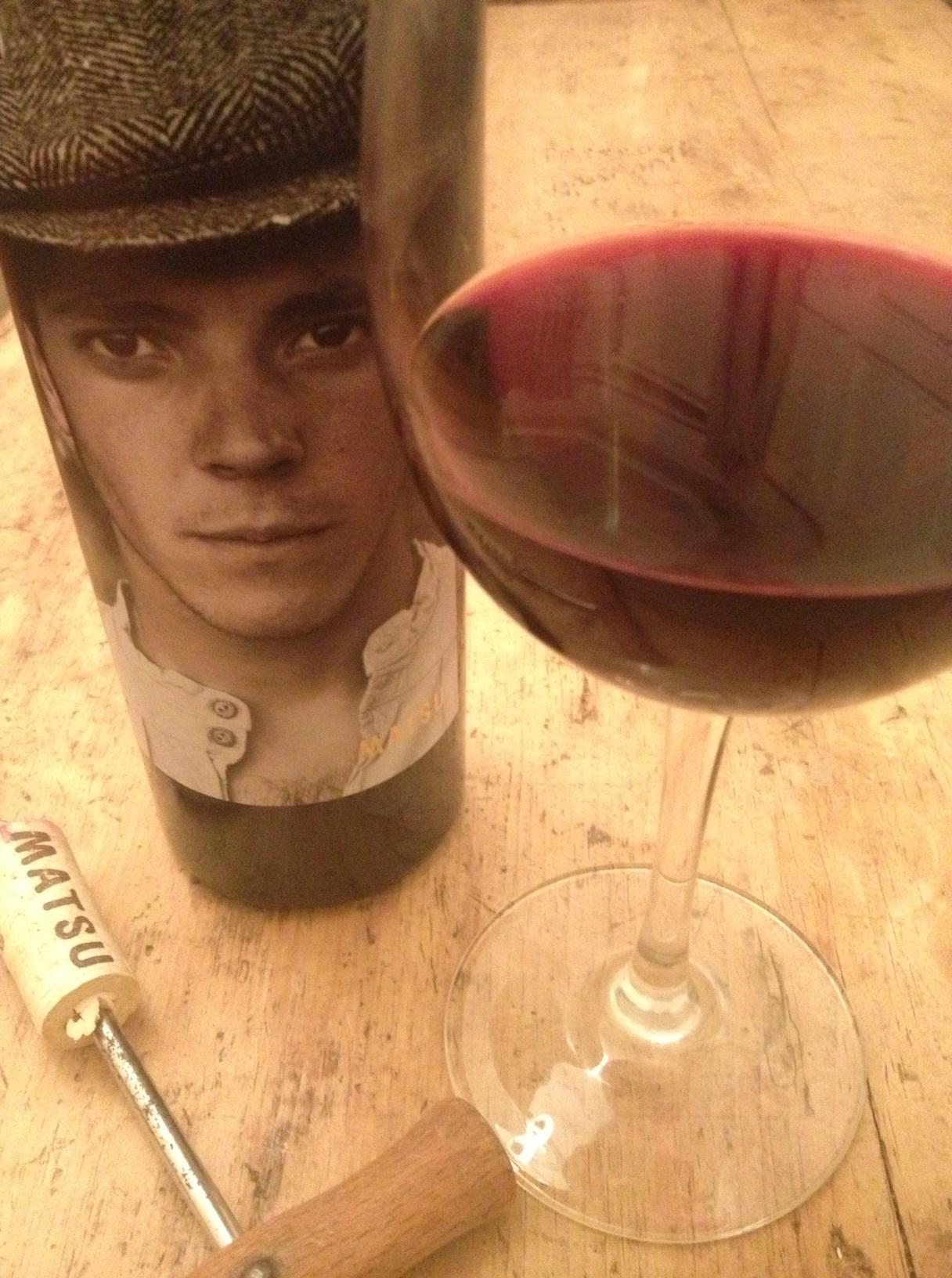 Вино с изображением мужчины на этикетке