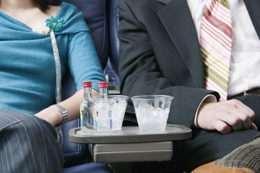 Как перевозить алкоголь в самолете