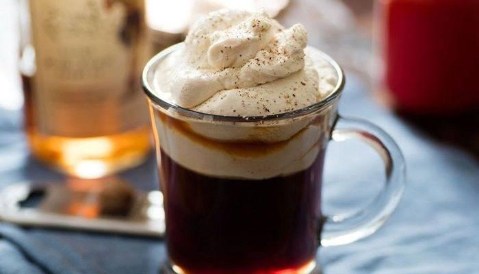 Ирландский кофе коктейль