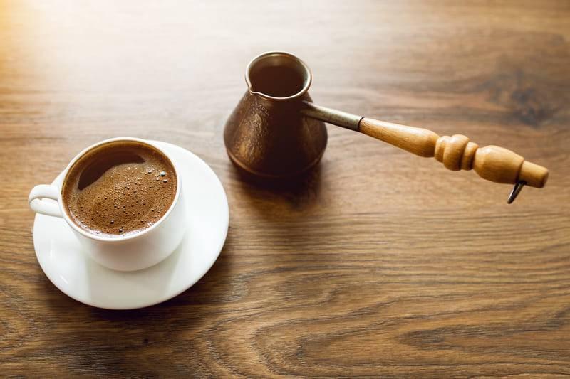 Почему кофе запивают холодной водой