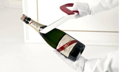 Как открыть шампанское девушке пошагово