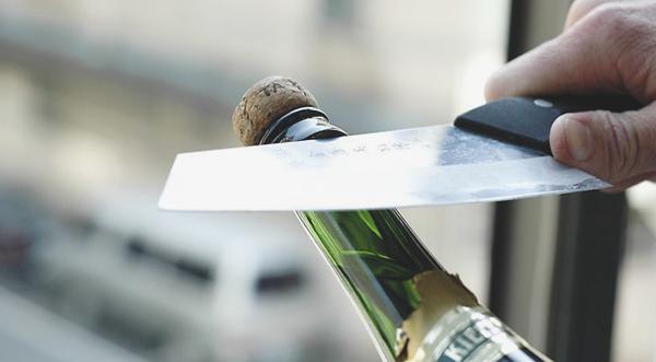Как открыть шампанское если пробка сломалась пополам