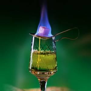 Как называется зеленый алкогольный напиток