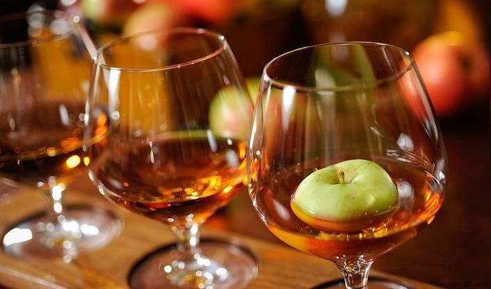 С чем пьют кальвадос яблочный
