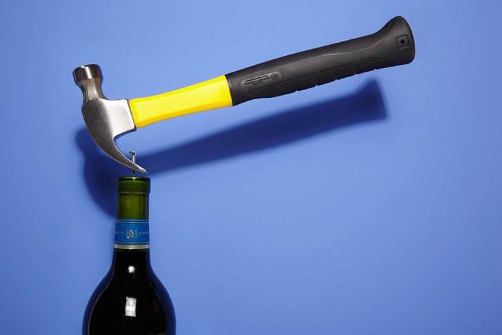 Как открыть шампанское если пробка не вылезает