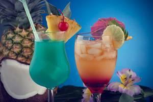 Спиртной напиток синего цвета
