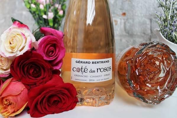 Бутылка розового вина
