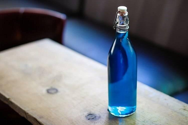 Спиртное голубого цвета название