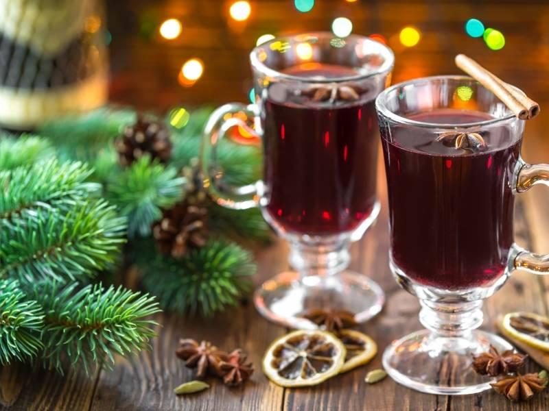 Сварить глинтвейн в домашних из красного вина