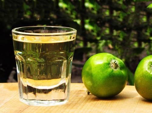 Крепкий яблочный алкогольный напиток