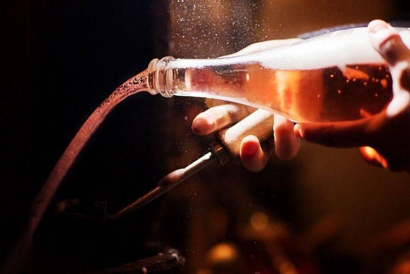 Как закрыть шампанское обратно пробкой