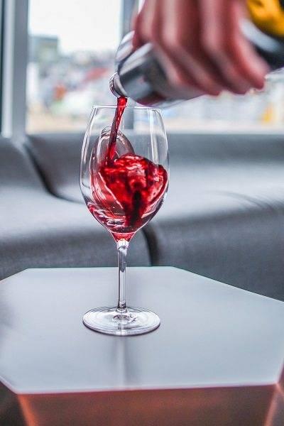 Красное сухое вино марки