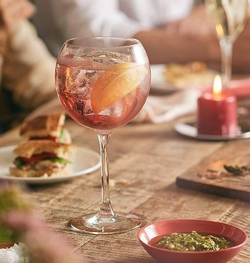 Розовый мартини с чем пить