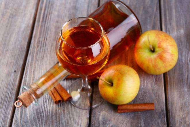 Яблочная настойка на спирту в домашних условиях