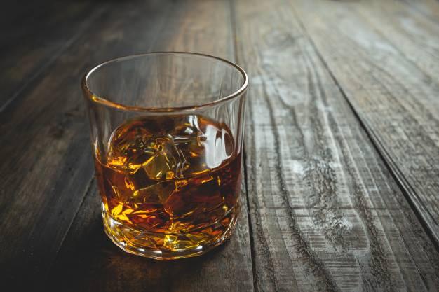 Разница между бурбоном и виски