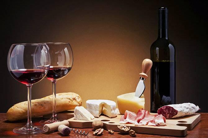 Что кушают с вином