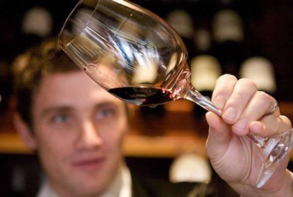 Как правильно декантировать вино