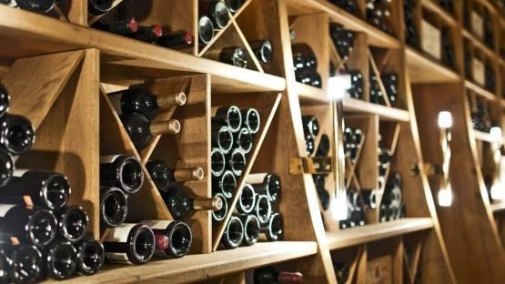 Как хранить красное вино дома