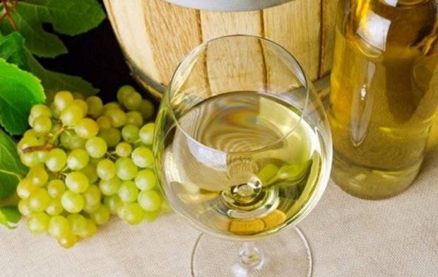 Белое сухое вино польза