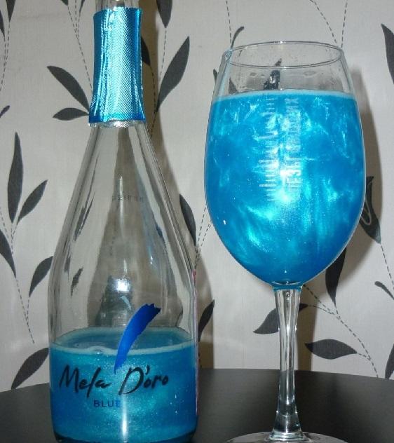 Шампанское голубого цвета с блестками