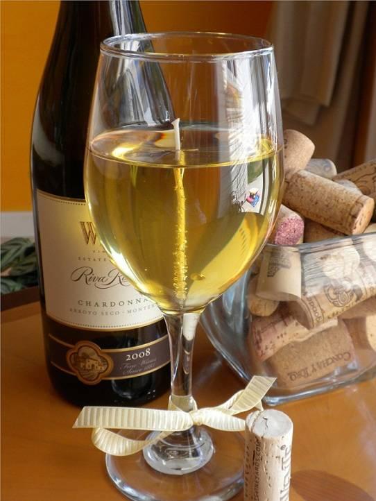 Вино шардоне белое полусладкое