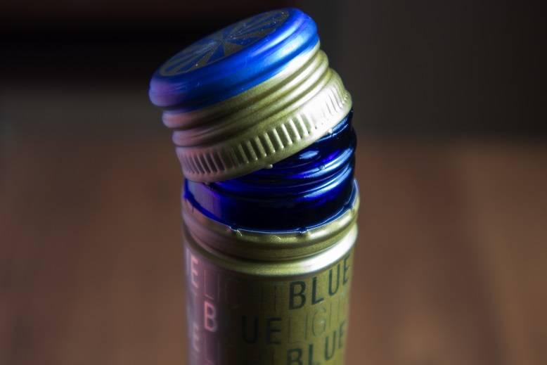 Как вынуть пробку из бутылки без штопора