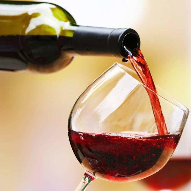 Чем закусывают полусладкое вино