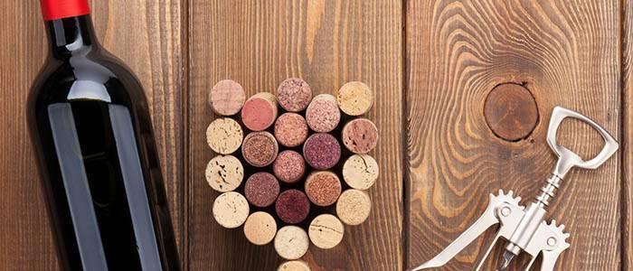 Как открыть вино без помощи штопора